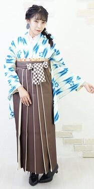 【着物】ブルー矢がすり桜+【袴】チャイロライン紐市松