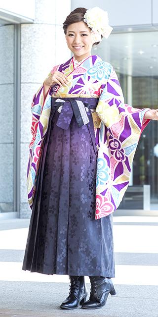 着物:かのこ模様に八重桜/袴:HL紫黒ぼかし桜地