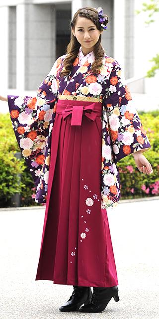 着物:紫桜鈴小紋/袴:ローズ友ヤエザクラ