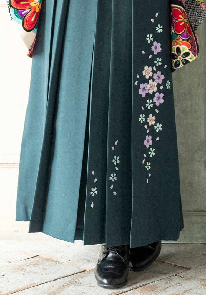 枝垂れ桜の柄の緑の袴
