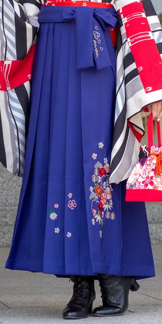 袴:anan青和柄刺繍