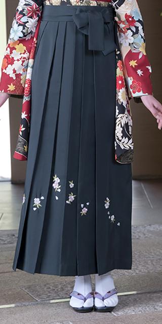袴:フカミドリシシュウ