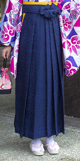 袴:紺サクラ小紋
