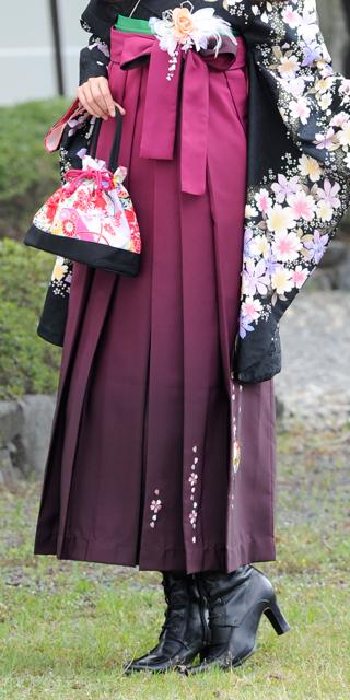 袴:ワインボカシ手まりシシュウ