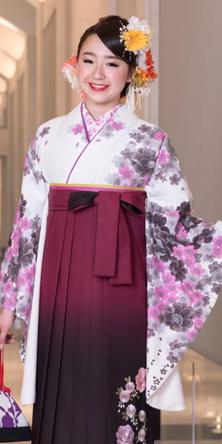 着物:白に藤桜