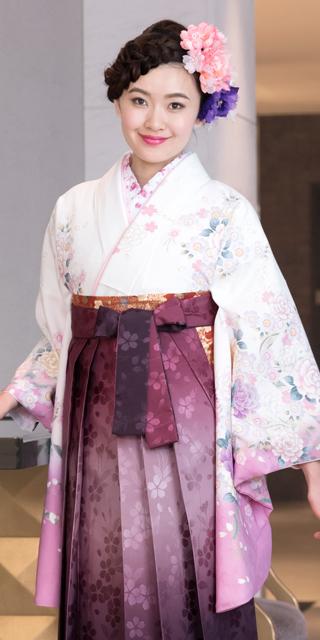 着物:白にフジ・桜とバラ