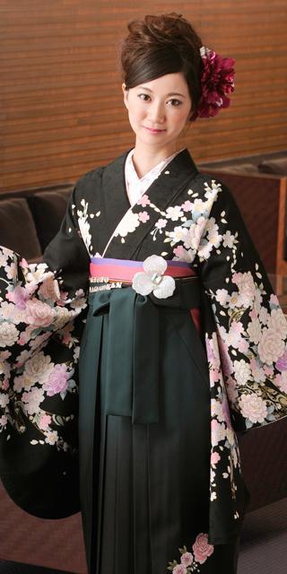 着物:黒に桜とバラ