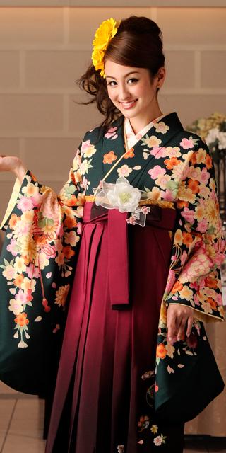 着物:フカミドリ束ね菊・桜