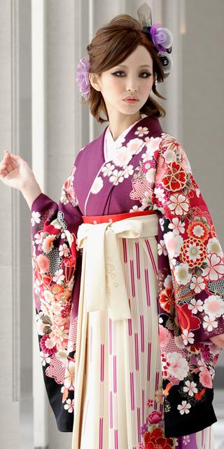着物:ムラサキ袖黒手まり菊