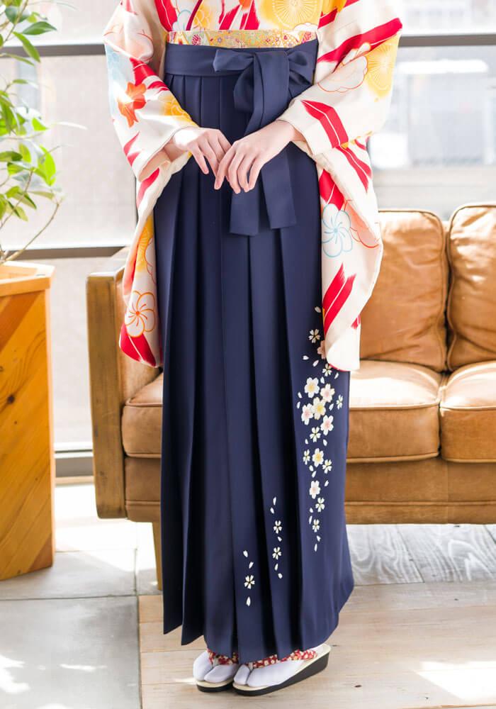 卒業式に着る紺のネットレンタル袴