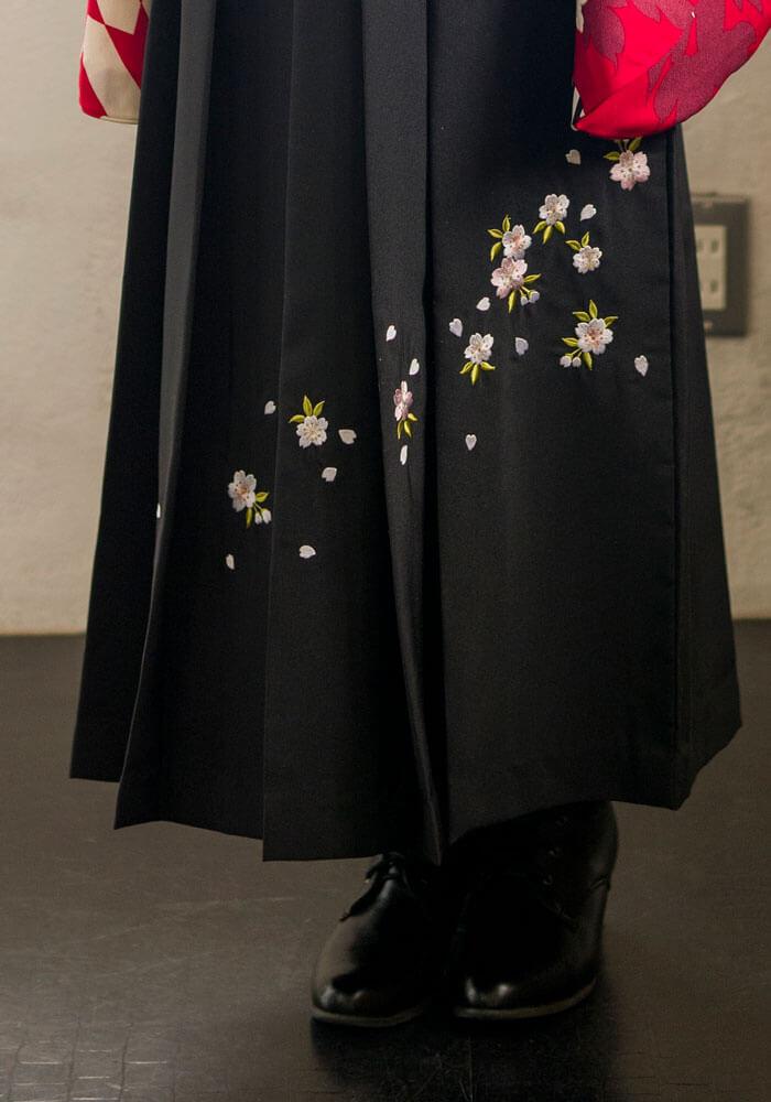 桜の刺繍入りの黒のネットレンタル袴