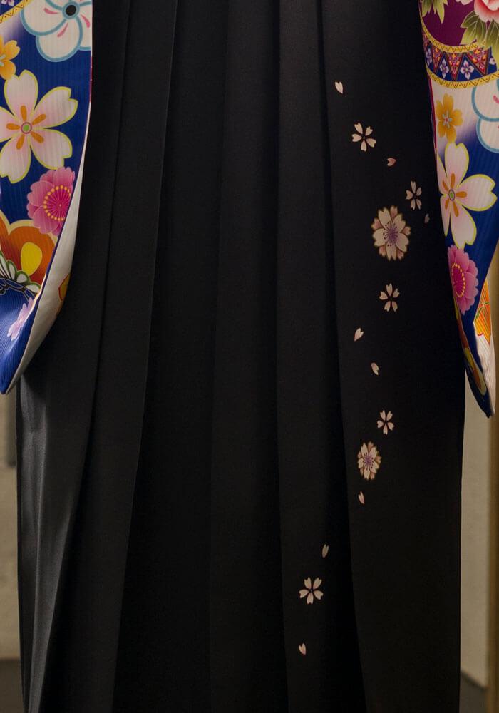 八重桜が描かれた黒の卒業式袴
