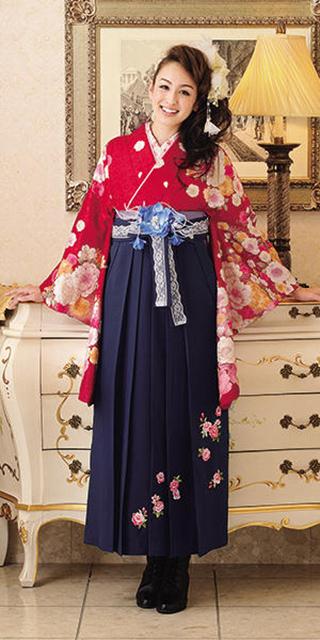 着物:赤地ピンク桜/袴:コンローズシシュウ
