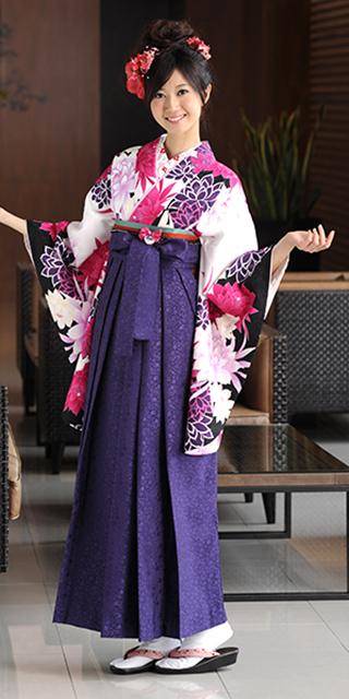 着物:白地赤白大花/袴:紫サクラ小紋