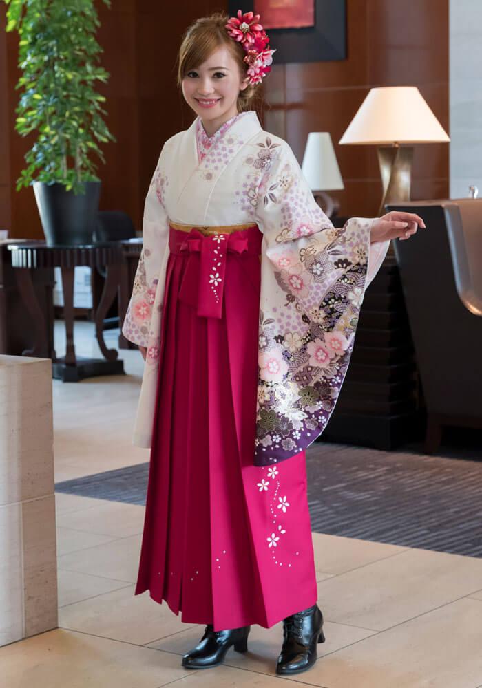 白地の着物と合わせてレンタルしてもおすすめの【袴】ローズシシュウ桜