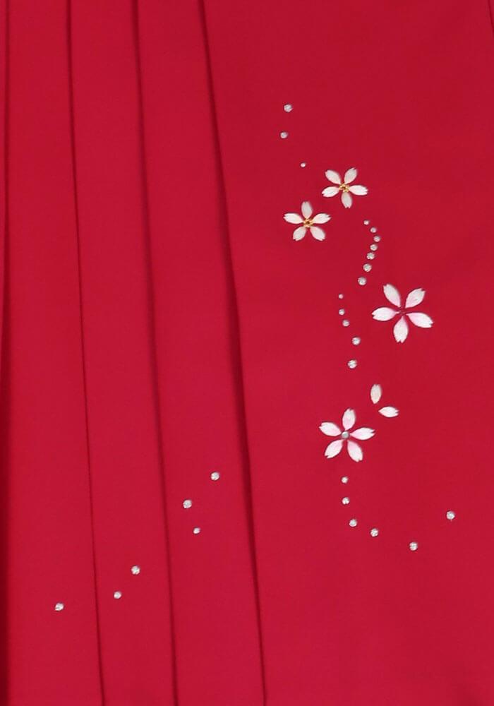 可愛い花模様が描かれたピンクの袴