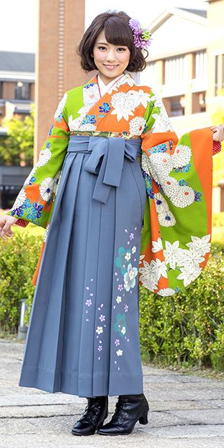 着物:オレンジ黄緑に大菊/袴:コンネズ友サクラ