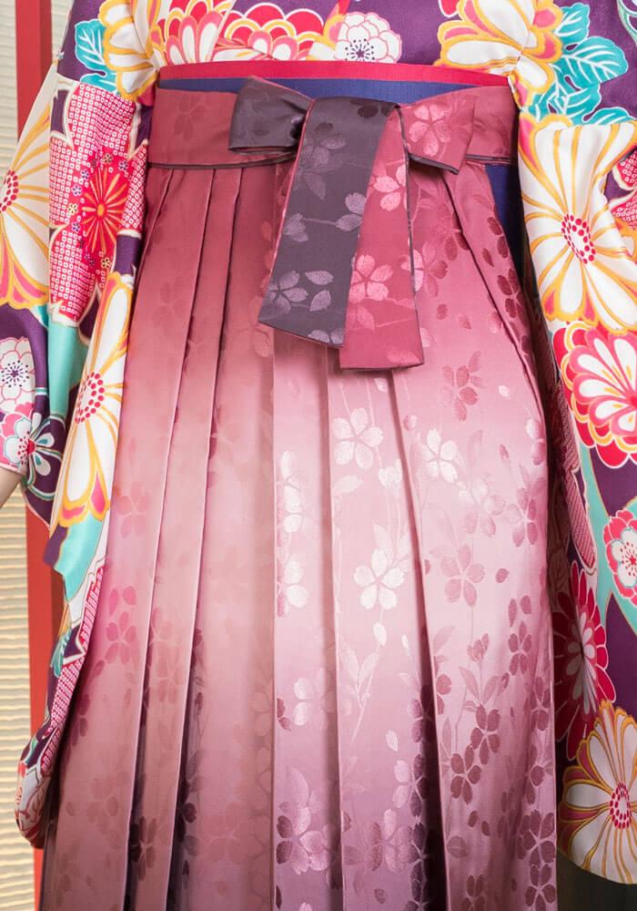 桜の模様が浮かび上がるネットレンタル袴