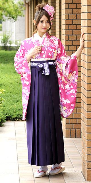 着物:ローズ小紋花づくし/袴:ムラサキ