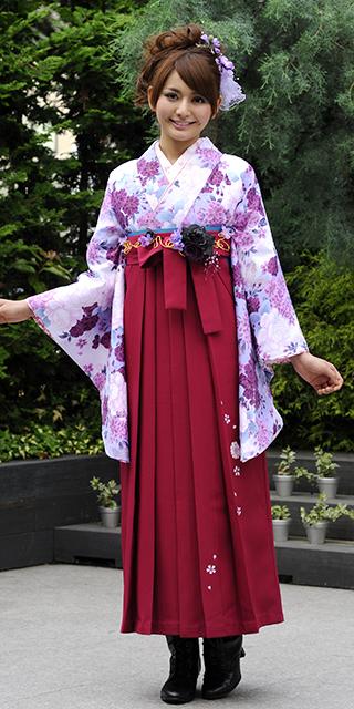着物:ムラサキピンクぼたん/袴:ローズ友ヤエザクラ