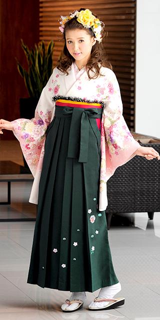 着物:白地にピンク四季花/袴:フカミドリ友疋田桜