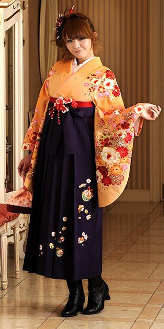 着物:オレンジにラメ桜ぼかし/袴:ムラサキ鈴におしどり