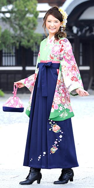 着物:キミドリぼたん袖ボカシ/袴:コン鈴桜