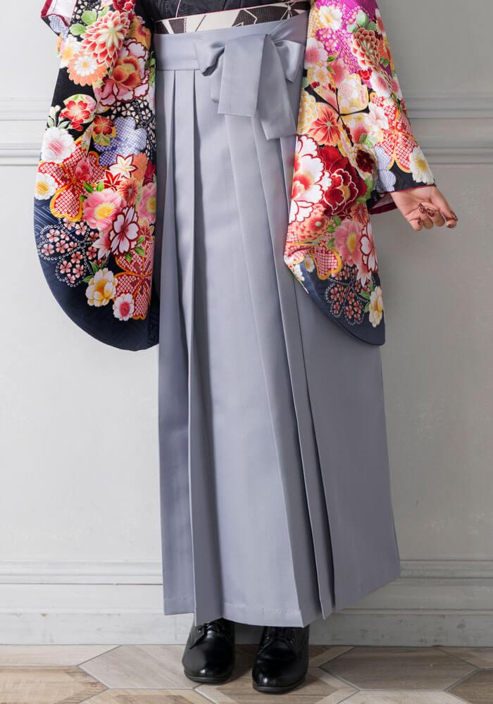 卒業式に着る上品なホワイトグレーの袴